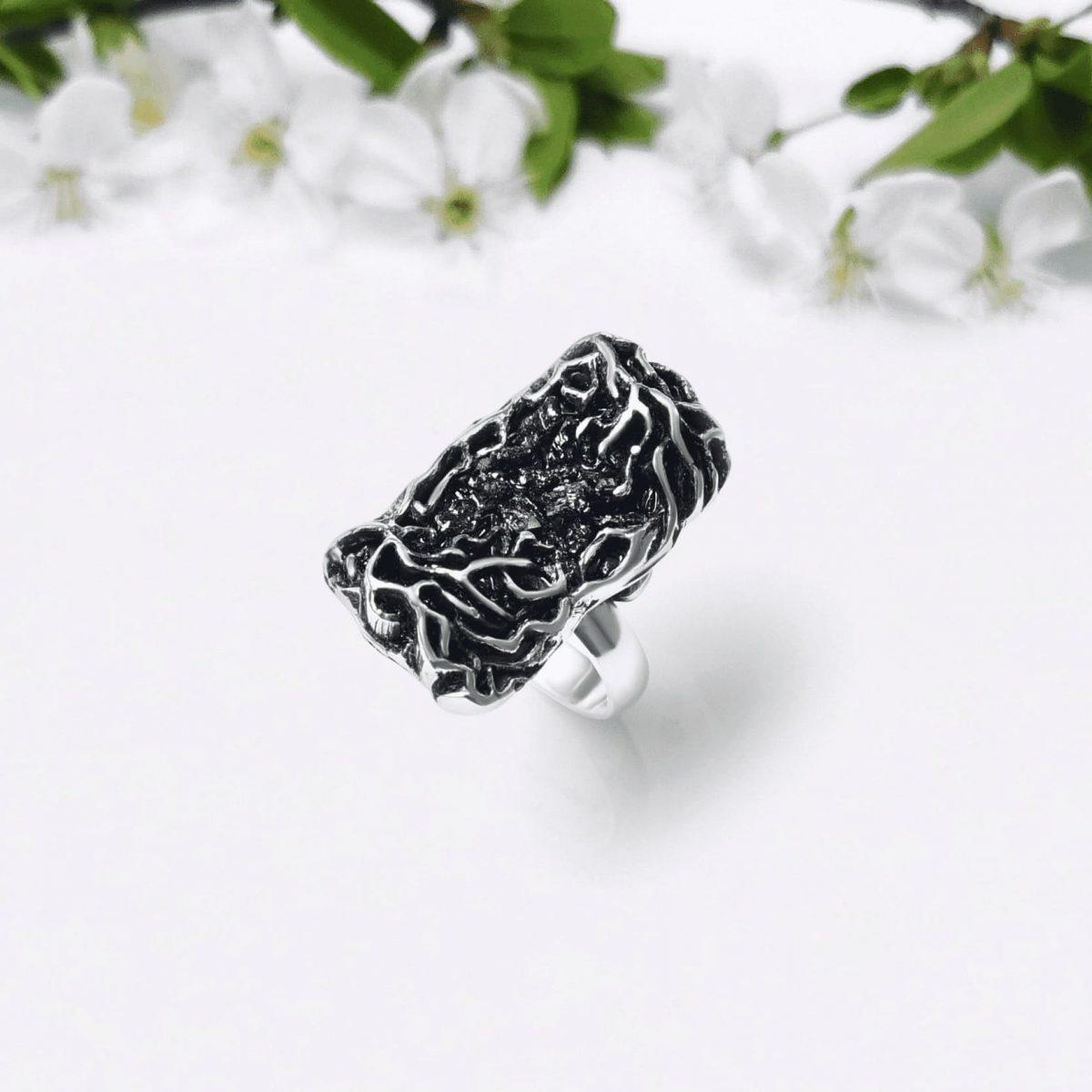 Labyrinth Ring